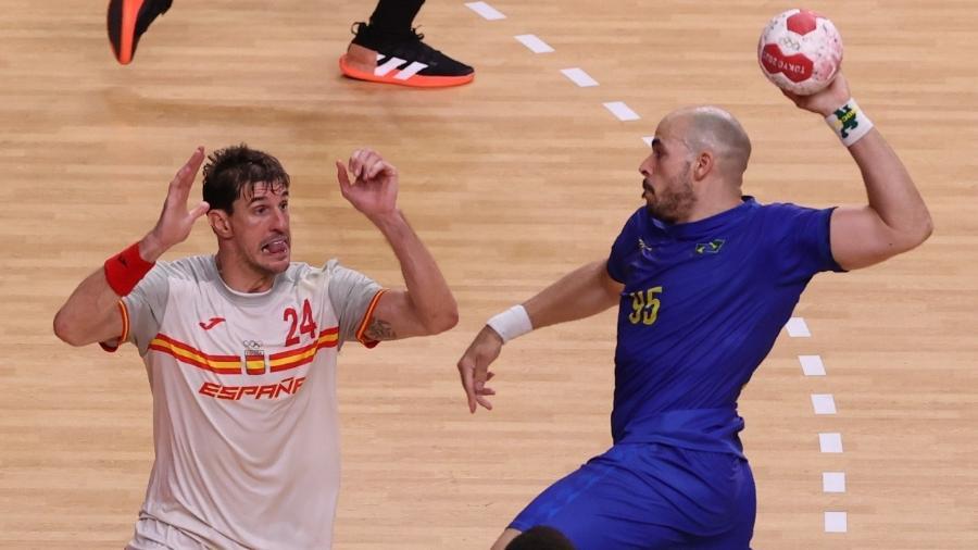 Gustavo Rodrigues, do Brasil, em ação na partida contra a Espanha nas Olimpíadas - REUTERS/Gonzalo Fuentes