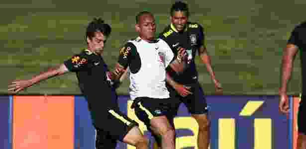 Fabinho foi titular no treino desta quinta-feira - Lucas Figueiredo/Mowa Press
