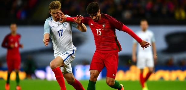 André Gomes em ação com a camisa da seleção portuguesa