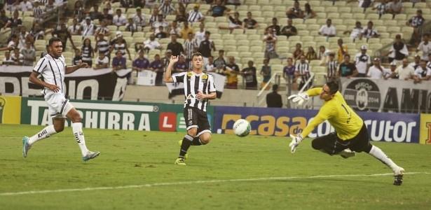 Cearenses marcaram dois gols no primeiro tempo, com Felipe Menezes (foto) e Lelê