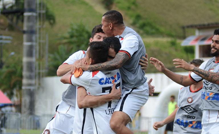 Jogadores do Atlético-PR comemoram gol de Pablo sobre o Vitória