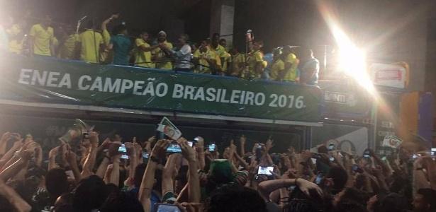 Trio elétrico palmeirense percorreu as ruas da capital paulista