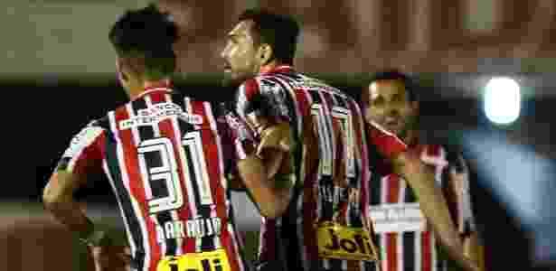 Gilberto comemora gol - CÉLIO MESSIAS/ESTADÃO CONTEÚDO