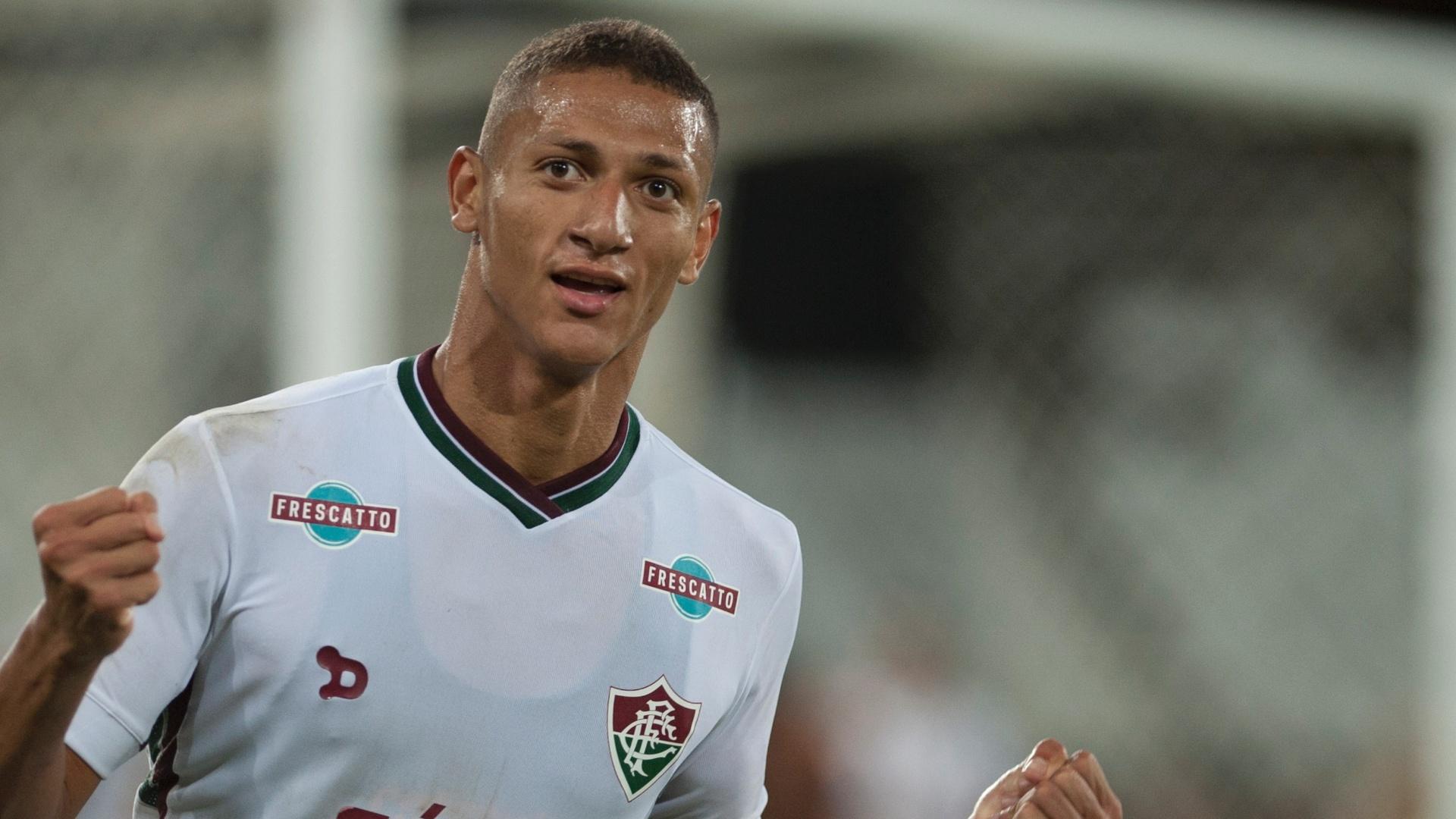 Richarlisson comemora gol do Fluminense contra o Botafogo