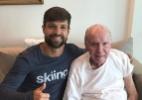 Ainda se recuperando de lesão, Diego visita Zagallo: 'Grande aprendizado'