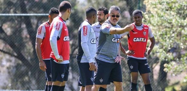 Rogério Micale traça meta de liderança do returno do Brasileirão