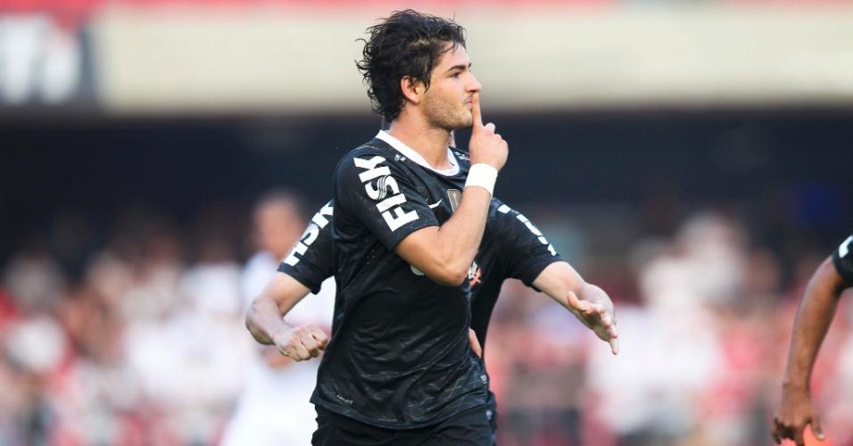 Alexandre Pato pede para torcida do São Paulo se calar