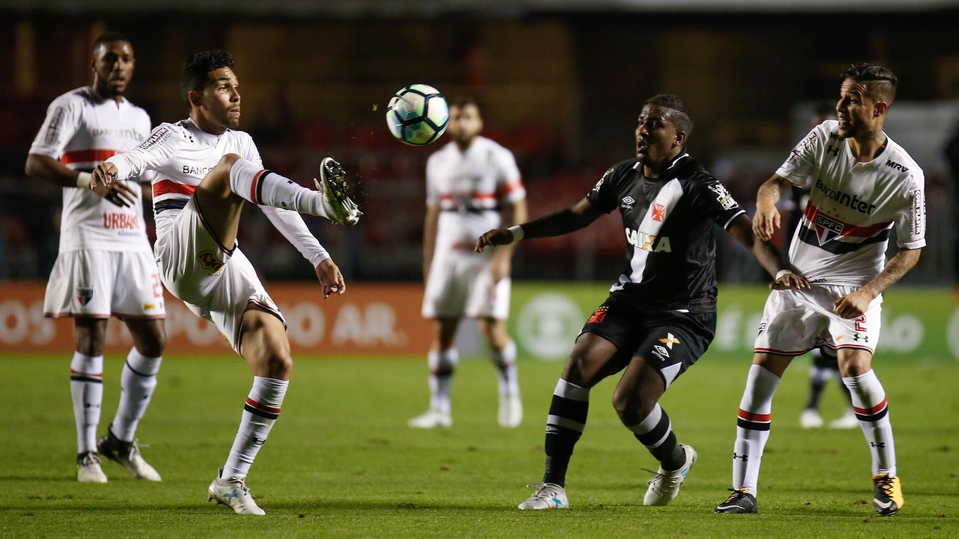 No primeiro turno, o São Paulo venceu o Vasco por 1 a 0 no Morumbi
