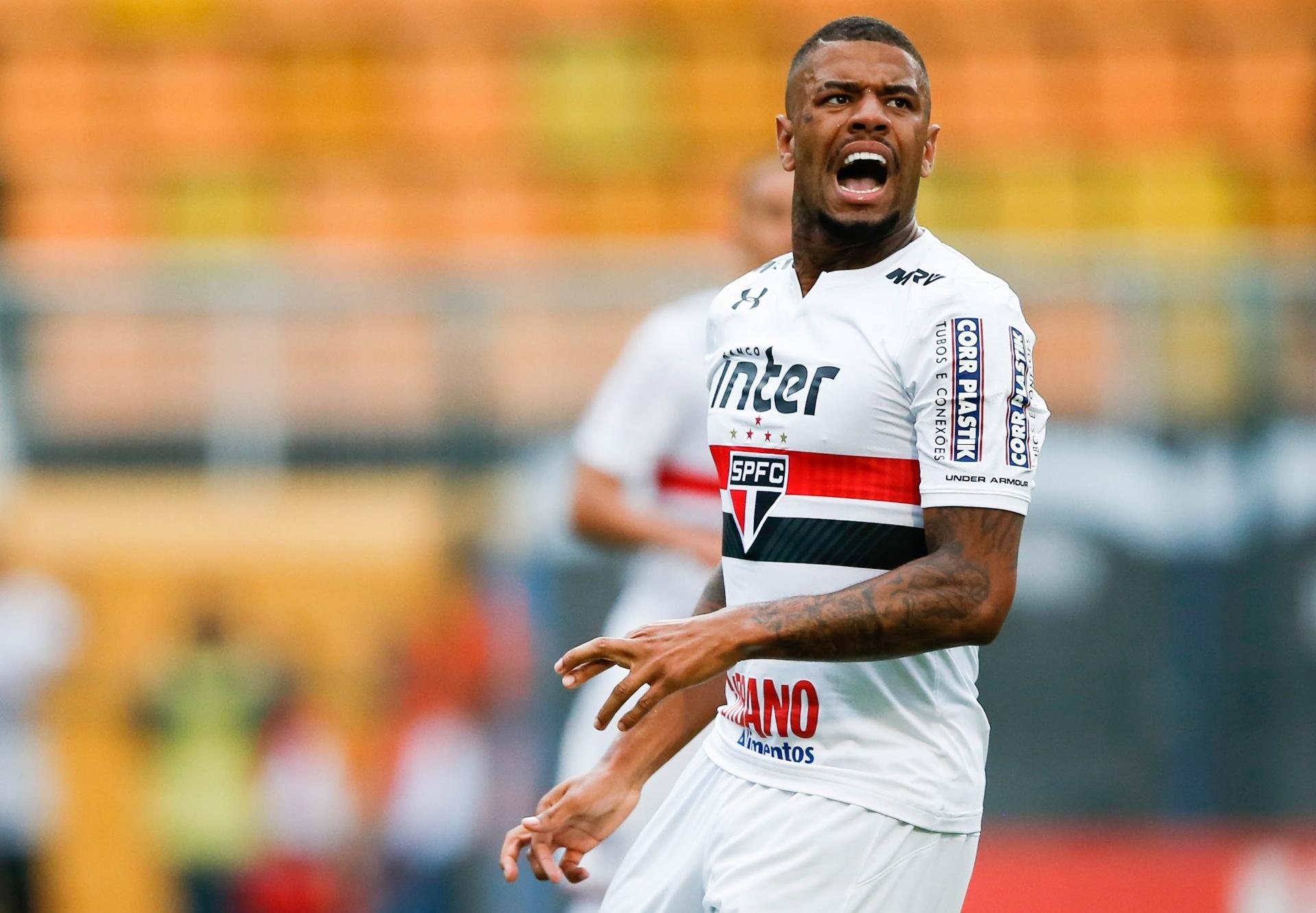 7cd70c8630c Lateral do SP nega procura do Corinthians e explica polêmica com mãe -  02 12 2017 - UOL Esporte