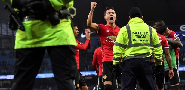 Ander Herrera comemora vitória do Manchester United sobre o Manchester City
