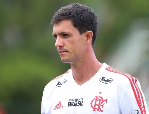 Maurício Barbieri comanda o Flamengo desde a demissão de Paulo César Carpegiani