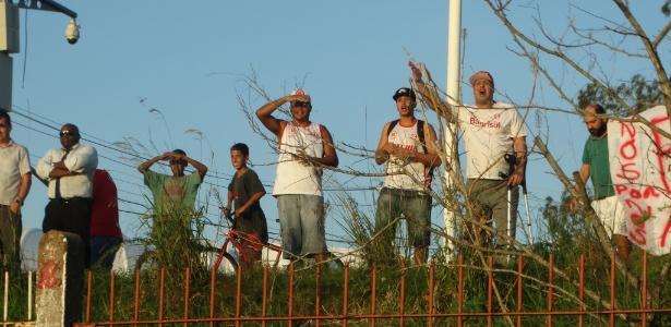 Torcedores do inter protestam em treinamento no CT do clube em Porto Alegre - Marinho Saldanha/UOL