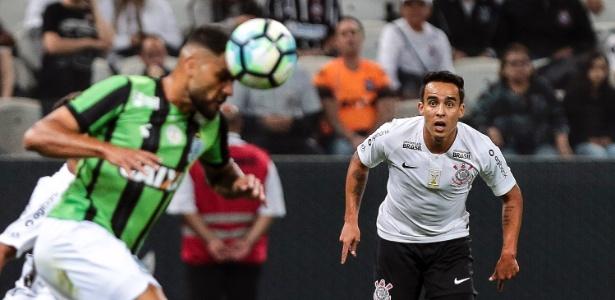 Jadson diz que acertou renovação de contrato com o Corinthians