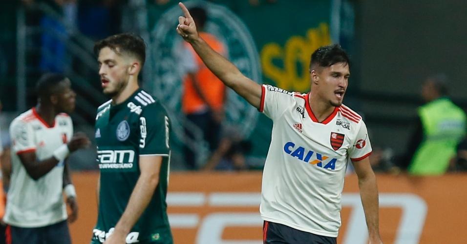 Matheus Thuler comemora o gol de empate do Flamengo contra o Palmeiras