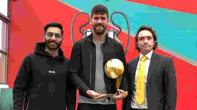 Alisson recebe prêmio de melhor goleiro de 2018 - Divulgação - Divulgação
