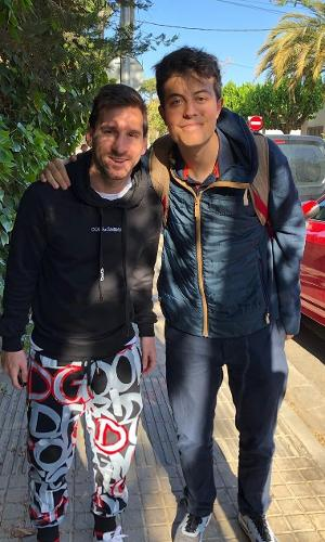 Lionel Messi com seu fã Santiago Alberione