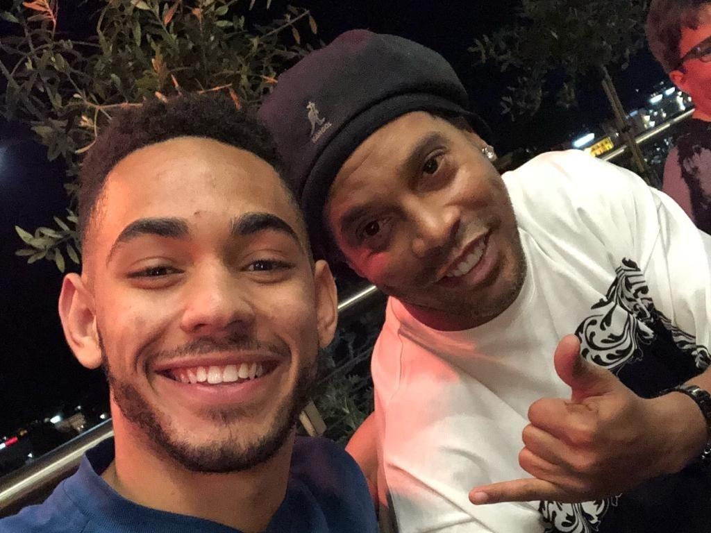 Matheus Cunha e Ronaldinho Gaúcho