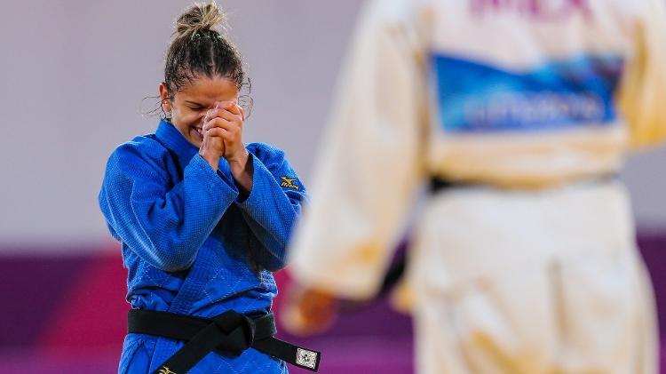 Larissa Pimenta mal conseguiu dar entrevistas depois da conquista do ouro - Abelardo Mendes Jr/ rededoesporte.gov.br