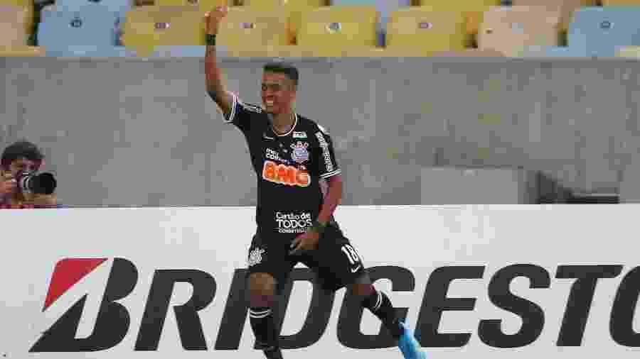 Pedrinho marcou aos nove minutos do segundo tempo após bola espirrada em cruzamento de Clayson - REUTERS/Pilar Olivares