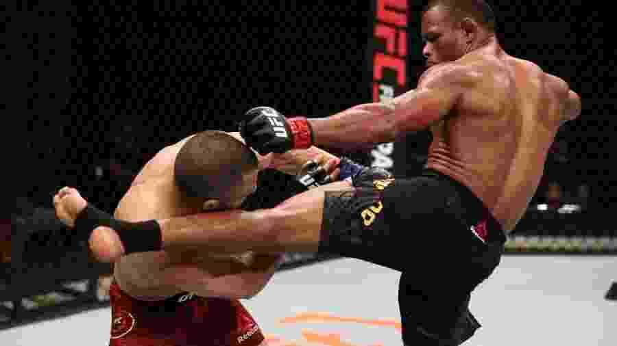 14/03/2020 - Francisco Trinaldo, o Massaranduba, chuta o canadense John Makdessi em luta do UFC - Buda Mendes/Zuffa