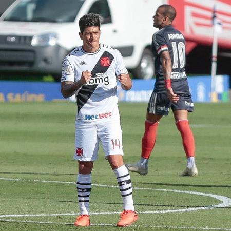 Germán Cano comemora seu gol pelo Vasco em jogo contra o São Paulo, no Brasileirão - Marcello Zambrana/AGIF