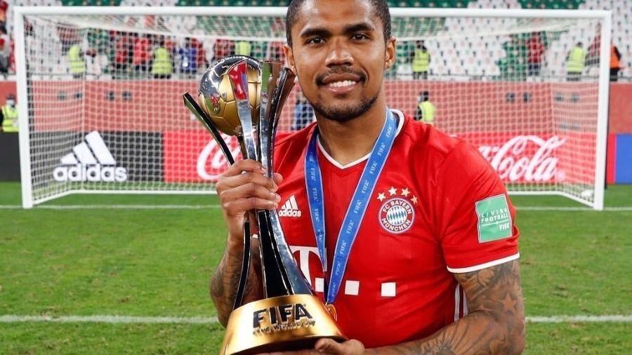 Douglas Costa comemora conquista do Mundial de Clubes pelo Bayern de Munique - Instagram