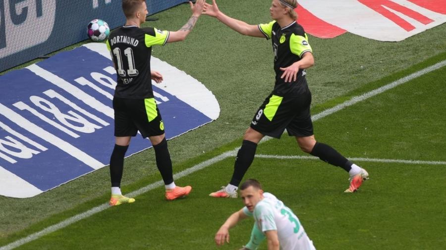 Haaland comemora gol feito na partida entre Borussia Dortmund e Werder Bremen  - REUTERS/Friedemann Vogel