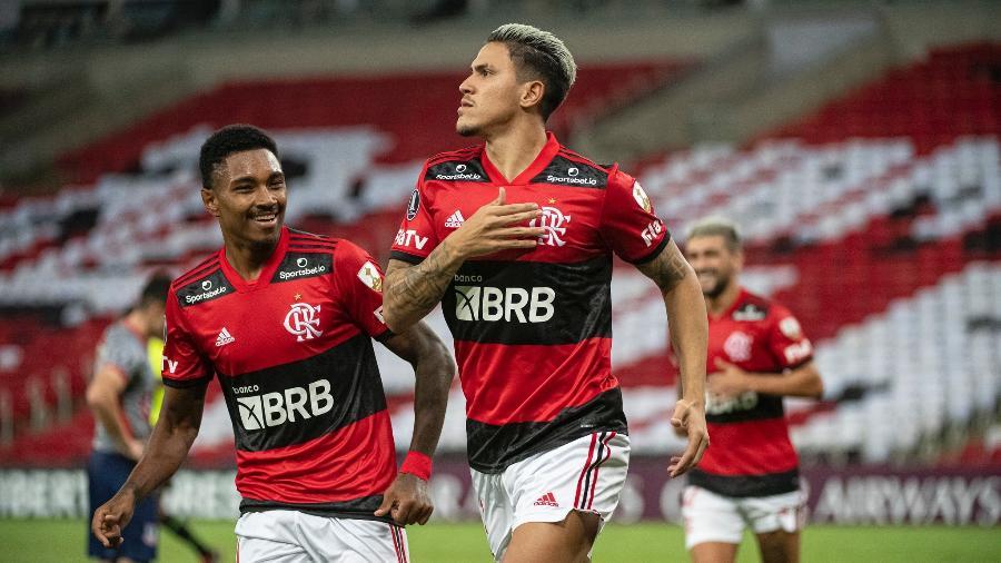 Vitinho e Pedro comemoram gol do Flamengo contra o Unión La Calera - Alexandre Vidal/Flamengo