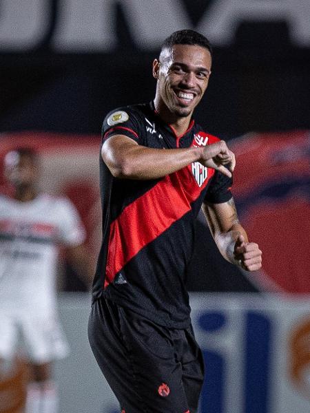 Eder marcou de cabeça no duelo Atlético-GO x São Paulo, pelo Brasileirão - Heber Gomes/AGIF