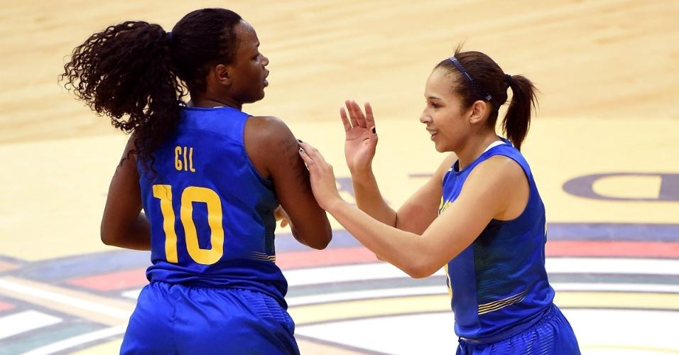 Gil e Mayara comemoram ponto conquistado pelo Brasil contra Cuba