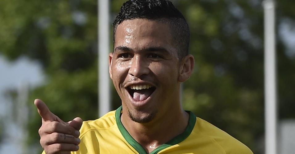 Luciano comemora após marcar de bicicleta contra o Panamá