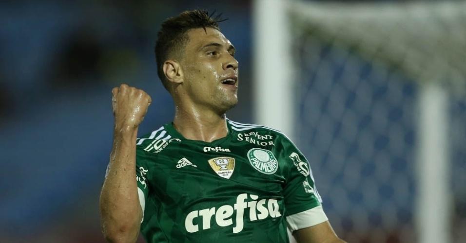 Moisés fechou o placar para o Palmeiras ao completar cruzamento de Zé Roberto