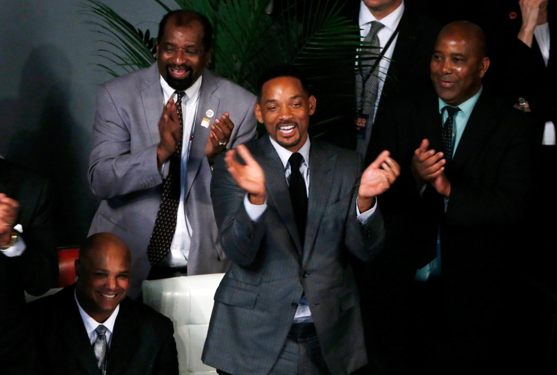 Will Smith participa da cerimônia de homenagem a Muhammad Ali. Ator carregou o caixão do ex-lutador