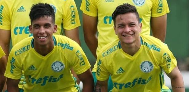 Vitinho e Artur passaram a treinar com os profissionais do Palmeiras em 2016