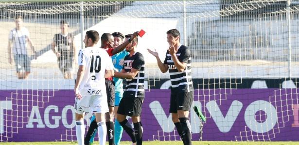 Corinthians jogou contra a Ponte com um a menos, já que Balbuena foi expulso