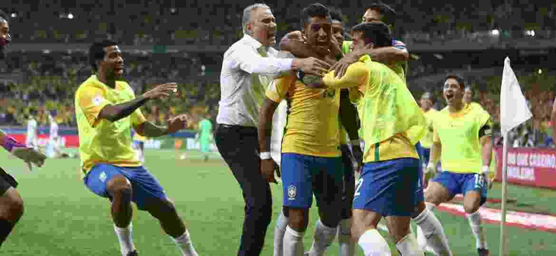 Comemoração de Tite na vitória por 3 a 0 contra Argentina nas Eliminatórias para a Copa de 2018 ficou famosa - Lucas Figueiredo/CBF