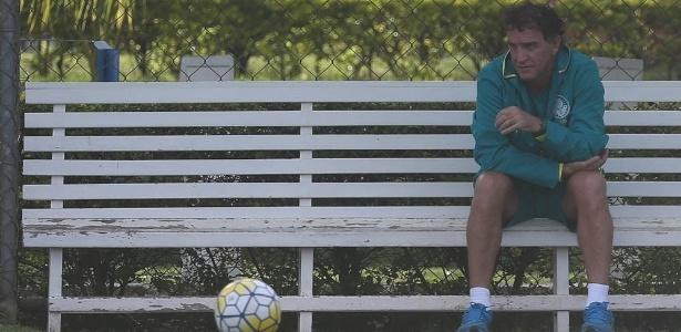 O técnico Cuca durante treino do Palmeiras na Toca da Raposa, em Belo Horizonte
