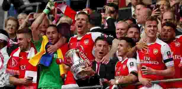 Jogadores do Arsenal festejam a conquista do título da Copa da Inglaterra - John Sibley/Reuters - John Sibley/Reuters