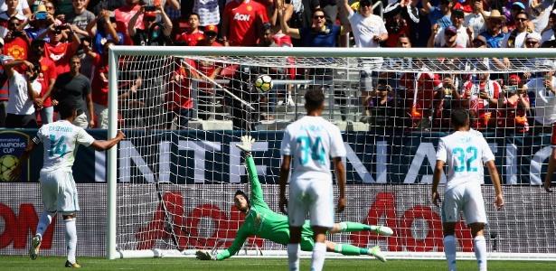 gol casemiro penalti vs manchester united