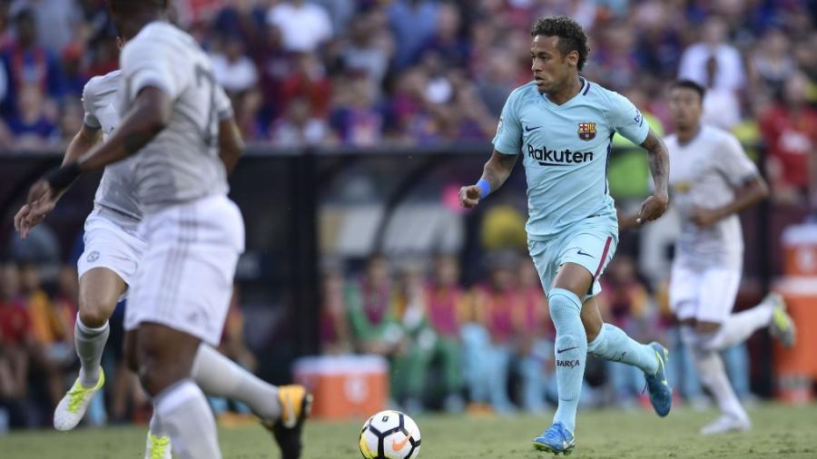 Neymar em ação pelo Barcelona contra o Manchester United - Brendan Smialowski/AFP