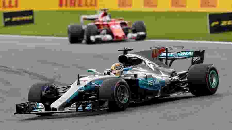 Hamilton lidera a prova na Bélgica, com Vettel em segundo - Reuters