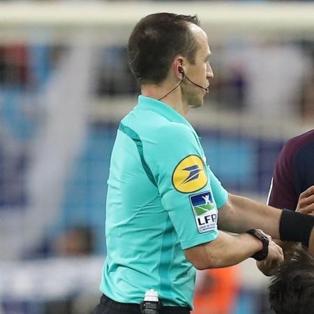 Tecnologia que auxilia os árbitros na França tem sido questionada - Valery hache/AFP Photo