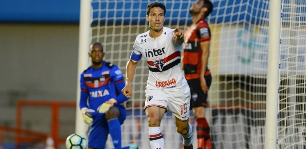 Hernanes comemora gol do São Paulo