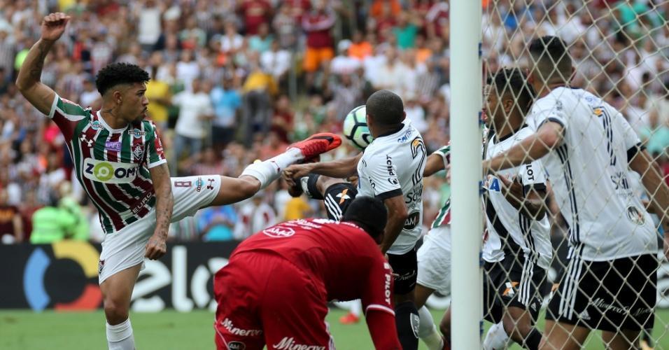 Lance do gol de Douglas, do Fluminense, sobre a Ponte Preta