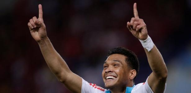 Expulso nas semis, Teo Gutiérrez cumpriu suspensão em primeiro jogo das finais