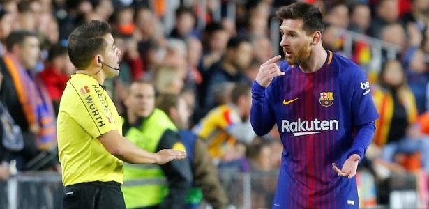 Messi reclama por não ter gol validado contra o Valencia