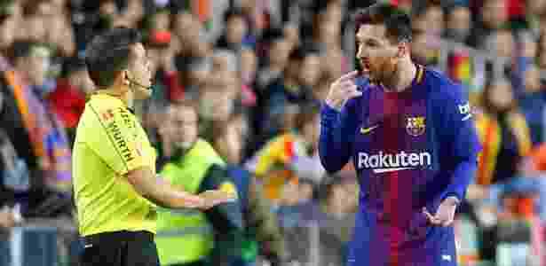 Messi reclama por não ter gol validado contra o Valencia - Heino Kalis/Reuters