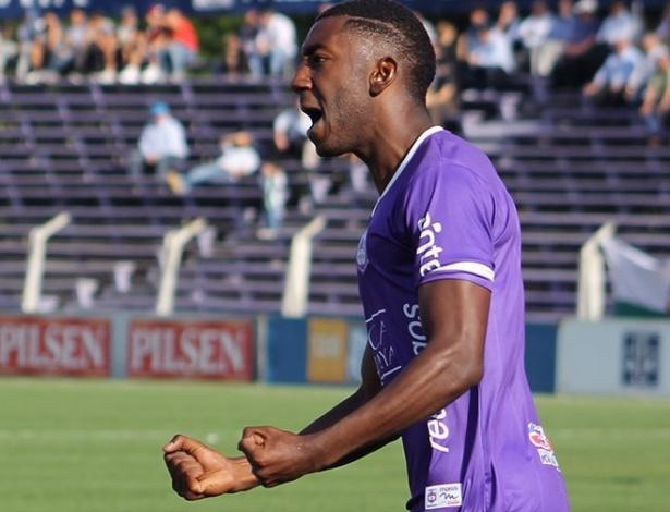 Gonzalo Carneiro, 21 anos, está perto do final de contrato no Uruguai - Divulgação/Defensor-URU