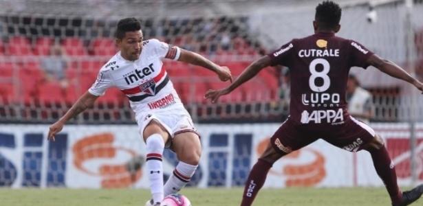 Petros volta ao time titular depois de ficar no banco contra o São Caetano