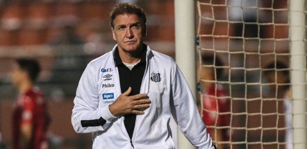 6ba04d120bf3b Cuca soma apenas 11 partidas pelo Santos desde que foi anunciado